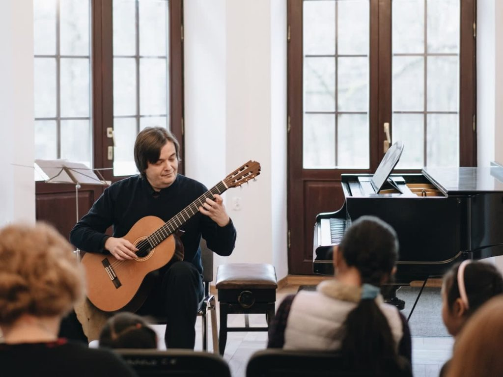 50th anniversary zofia zwolinska concert 7, krzysztof komarnicki, guitar