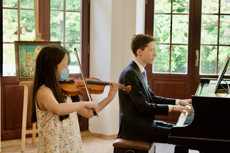 Dr. Artur Chmara and a student from Zofia Zwolińska's violin class