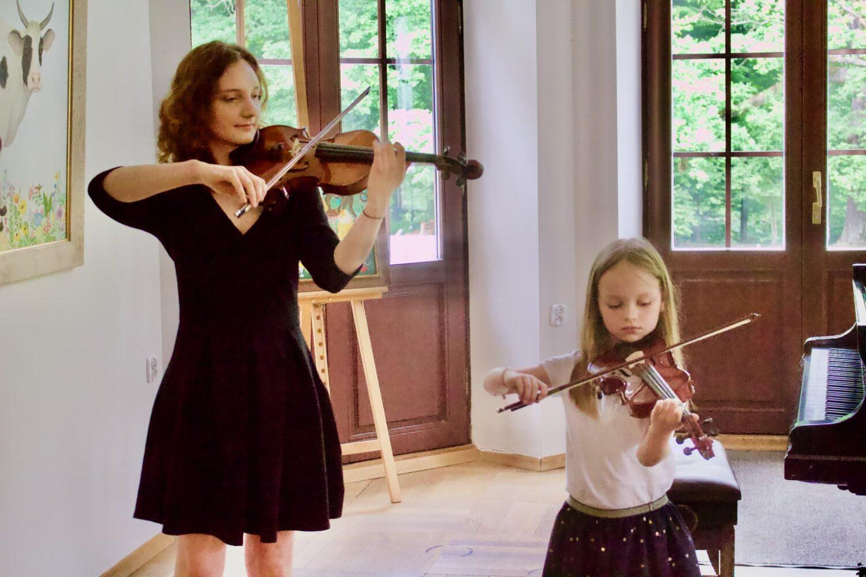 2 violinists, students of Zofia Zwolińska's violin, Fangor Palace